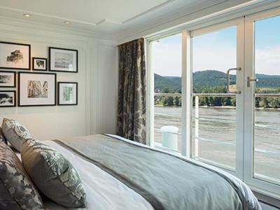 Cystal-Mozart-One-Bedroom-Penthouse-Balcony2