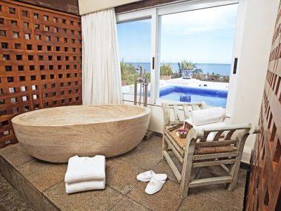 desire-pearl-penthouse-bathtub-00